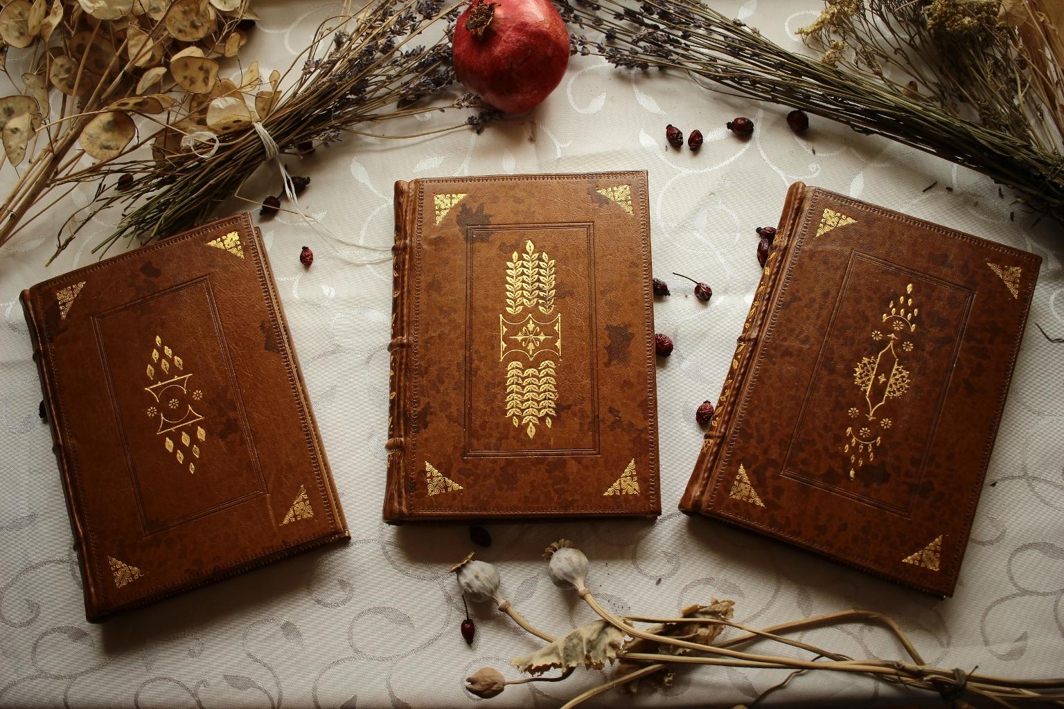 есенна сбирка стопан майстор занаятчия подвързия тефтер злато книговезец